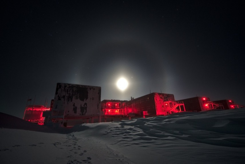 Moon over Amundsen-Scott